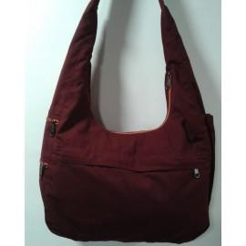 Bolso lama rojo con cremalleras