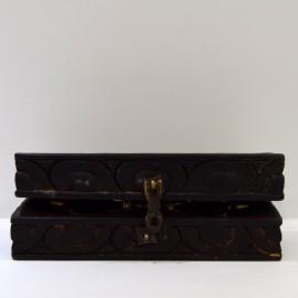 Dorje con caja tallada rectangular