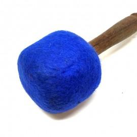 Maza de golpeo fieltro azul 30 x 7 cms.